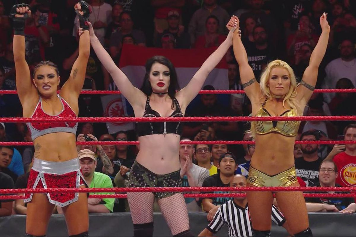 Popular WWE Diva Paige Announced Her Retirement Tonight Due To Injury